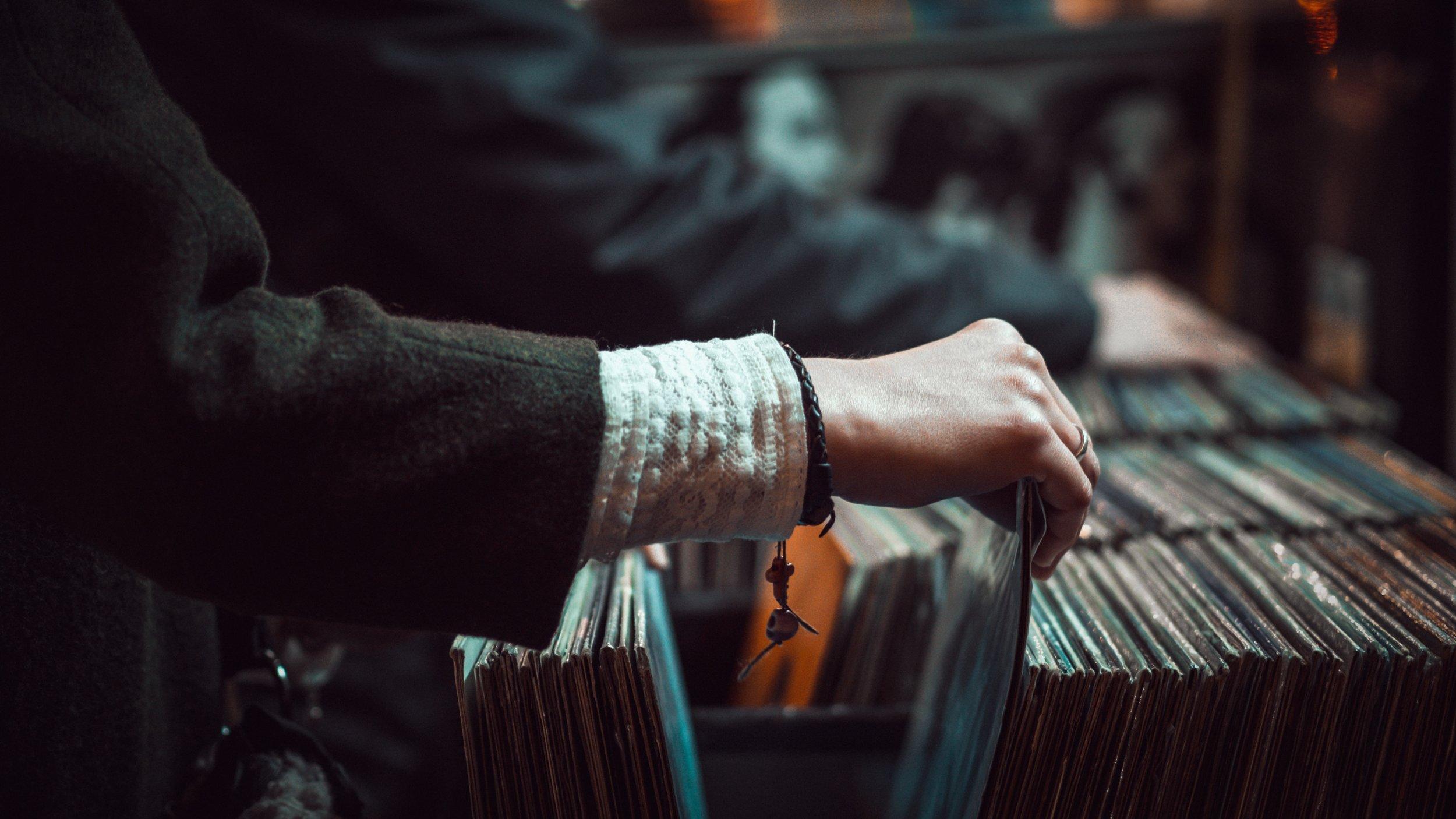 Maraknya Situs Musik Online, Industri Musik Merugi?